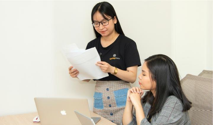 orang sedang belajar bahasa asia - mandarin - jepang - korea - indonesia di luminous 2