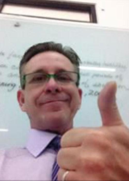 Daniel - Guru Bahasa di LUMINOUS untuk program bahasa inggris umum, bisnis, IELTS, dan TOEFL