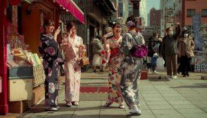 empat perempuan jepang sedang melakukan percakapan bahasa jepang