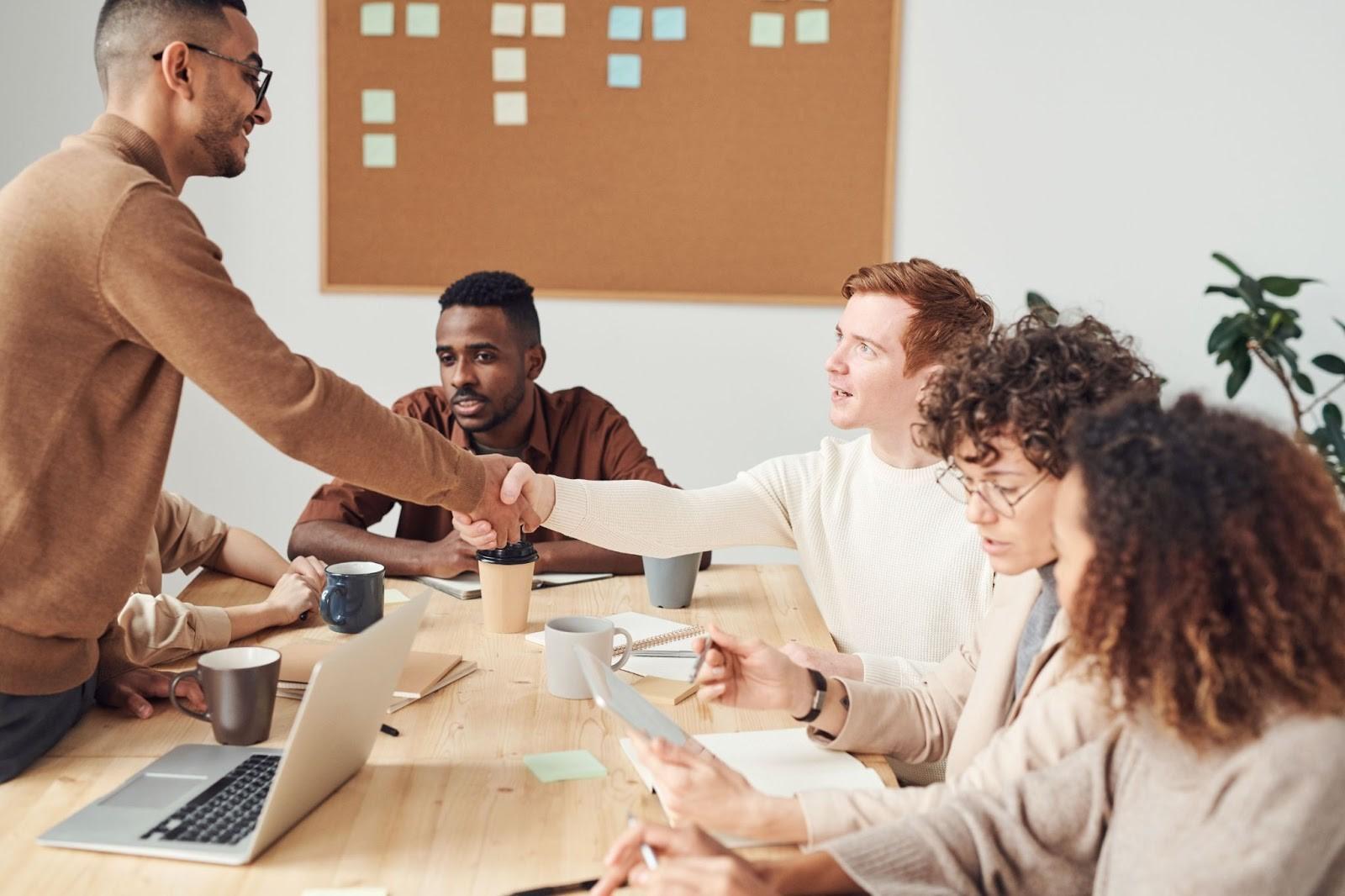 perkenalan diri di tempat kerja dalam bahasa Inggris